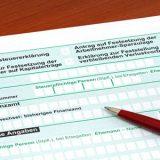 Deutsches Formular zur Einkommensteuererklaerung / German tax form in front of a white background